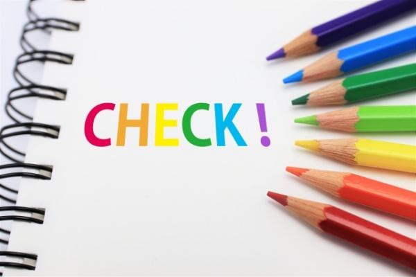 色鉛筆とチェック